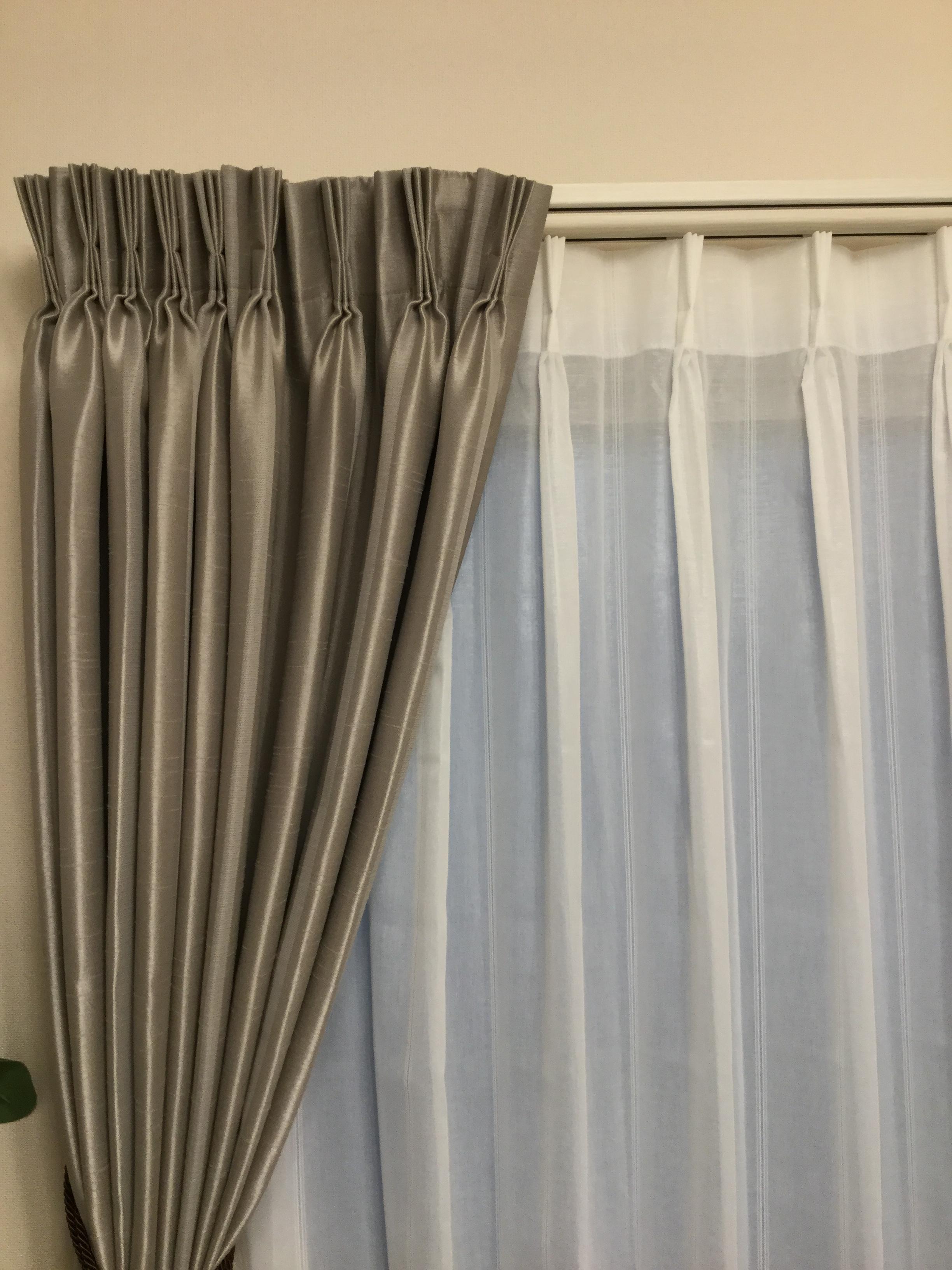 一戸建てにぴったりな11窓分のカーテンパッケージです。どの生地を選んでもワンプライスの35万円(税抜)で窓回りに必要な物が揃います。含まれる物(両開きスタイル:カーテンレール、ドレープ、レース、房かけ、共布タッセル又は装飾経タッセル(リビングのみ)) ※シングルシェード、ブラインド、ロールスクリーンも組み合わせ自由です。